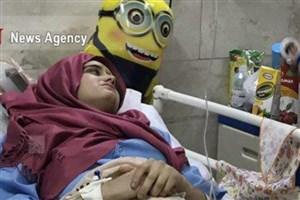 """قهرمان 14 ساله/""""هانیه""""برای نجات خواهر خود از زیر آوار قطع نخاع شد/ ادامه بی خانمانی خانواده ۵ نفره"""