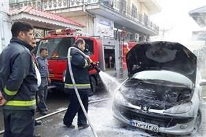 یکدستگاه خودروی ۲۰۶ در انزلی دچار حریق شد