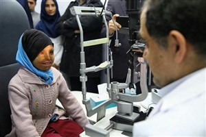 عمل جراحی دختر قربانی اسیدپاشی در ریگان توسط وزیر بهداشت انجام شد