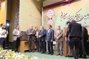 انتخاب کارمند دانشگاه آزاد اسلامی استان قم به عنوان پژوهشگر برتر