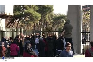 بیاعتنایی مردم و دانشجویان به شعارهای ساختارشکنانه عدهای مقابل دانشگاه تهران