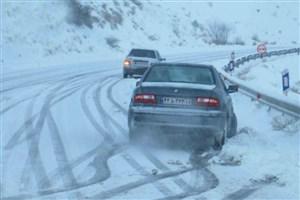 برف در گردنههای استان سمنان/ داشتن زنجیر چرخ الزامی است