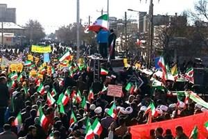 پرچم ایران توسط نائب قهرمان المپیک در ملایر به اهتزاز درآمد