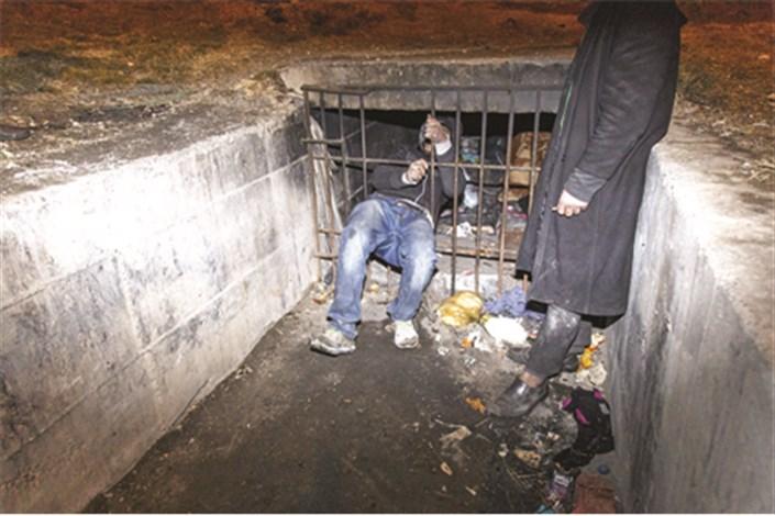 زندگی شبانه معتادانی که در کانالهای آب تنگ و تاریک