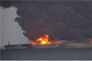 جزئیات آتشسوزی نفتکش ایرانی و مفقودی ۳۲ ملوان؛ چین و کره عملیات نجات را آغاز کردند