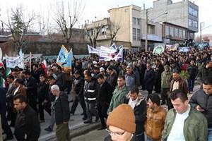 راهپیمایی دانشگاهیان دانشگاه آزاد اسلامی واحد مهاباد علیه هنجارشکنان و فتنهگران