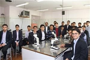 بازدید دانشآموزان دبیرستان تیزهوشان از دانشگاه آزاد اسلامی کازرون