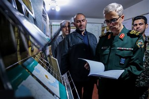 سرلشکر باقری از نمایشگاه دستاوردهای بنیاد حفظ آثار و نشر ارزشهای دفاع مقدس بازدید کرد