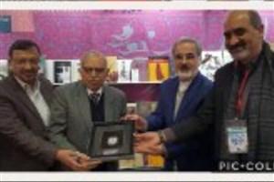 بازدید رئیس اتحادیه ناشران هند از غرفه ایران