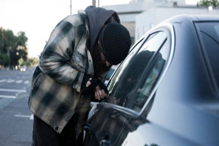 دستگیری سارقان لوازم داخل خودرو با شلیک پلیس/ متهمان با مزدا۳ به سرقت می رفتند