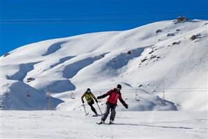 انتقال بخشی از پیکرها به پایین قله دنا توسط اسکی بازان