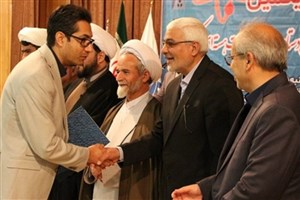 پیشرفت خود را مدیون حمایت مادی و معنوی دانشگاه آزاد اسلامی و خانواده ام هستم