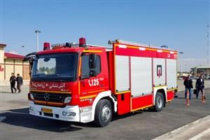 خودروهای آتش نشانی آژیر یا چراغ گردان کاذب نمی زنند