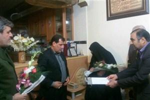 دیدار استاندار کهگیلویه و بویراحمد با خانواده شهید شاخص سال۸۹کشور