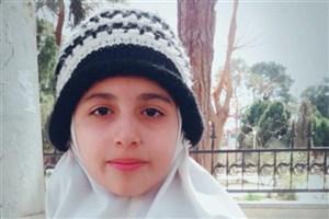 افتخار آفرینی دانشآموز دبستان دخترانه سما کرمان در مسابقات شنا