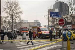 ساختمان وزارت نیرو همچنان می سوزد/آتش بعد از ۲۰ ساعت هنوز شعلهور است/ تخلیه ساختمانهای مجاور