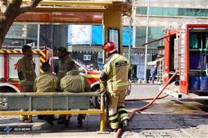 پایان عملیات اطفا و لکه گیری حریق ساختمان برق حرارتی