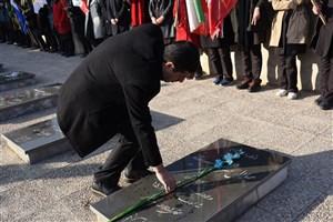 عطرافشانی مزار شهدای شهرستان بوکان به مناسبت دهه مبارک فجر