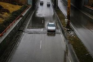 تداوم بارش باران در استان های غربی/سایر محورهای مواصلاتی کشور از جوی آرام و ترافیکی روان برخوردار است