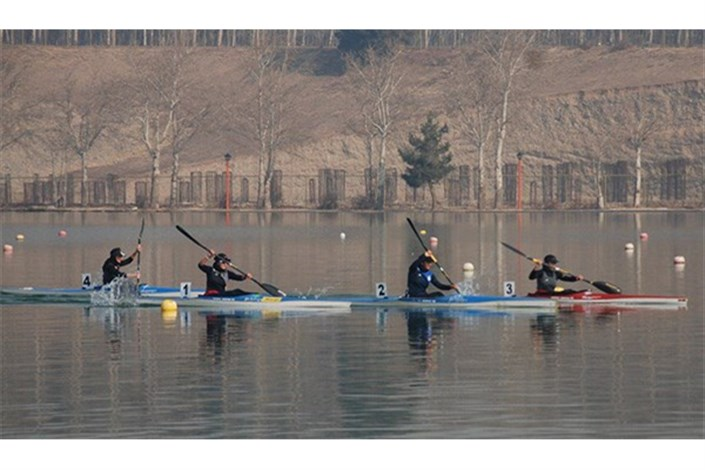 تیم ملی روئینگ مردان جوانان و نوجوانان به آب می زند