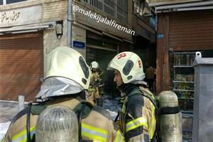 انباری لوازم یدکی  در میدان امام خمینی آتش گرفت+ عکس