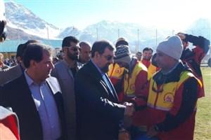 به نمایندگی از رهبری از امداد گران تشکر می کنم