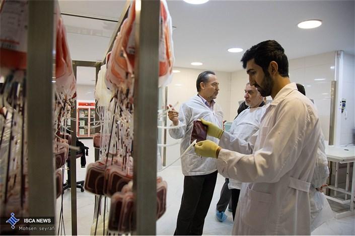 اهدای خون مردم به زلزلهزدگان کرمانشاه