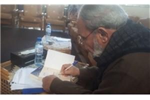 اهدای 2 کتاب به جشنواره عمار توسط یکی از رهبران حماس
