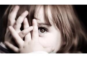 کمرویی و خجالت یک اختلال رفتاری است/  بافرزند خجالتی ام چه کنم؟