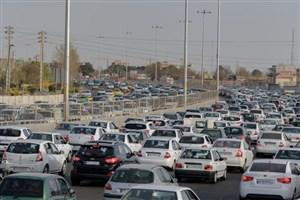 ترافیک نیمهسنگین در بزرگراه  تهران - کرج/ محورهای استان مازندران بارانی است