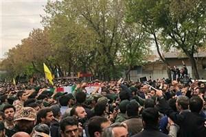 حضور پرشور مردم در مراسم تشییع پیکر شهید مدافع حرم در تبریز