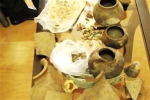 کشف 350 شیء باستانی و تاریخی در پارس آباد / دستگیری قاچاقچی اشیاء باستانی