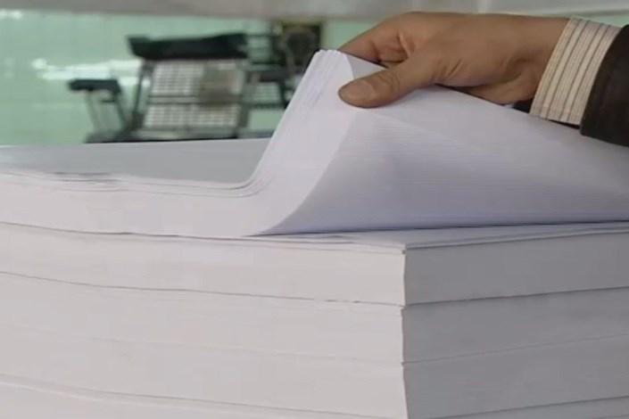 مجوز ترخیص صدها تن کاغذ گلاسه صادر شد