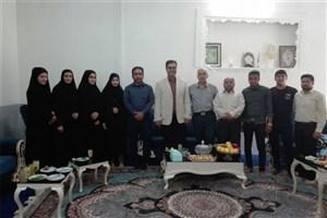 دیدار رئیس، کارکنان و دانشجویان بسیجی دانشگاه آزاد اسلامی  زاهدشهر با خانواده  ایثارگران