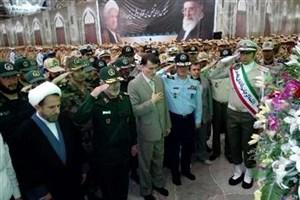 تجدید میثاق سربازان نمونه نیروهای مسلح با آرمانهای امام خمینی(ره)