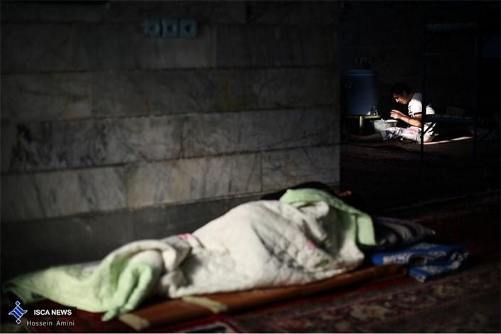 کتاب خوانی در کمپ ترک اعتیاد