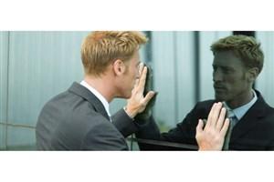 کسی که با خودش صحبت می کند، دیوانه نیست/ مزایای صحبت کردن با خود