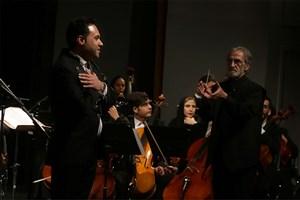 وحید تاج با ارکستر ملی روی صحنه رفت/اجرایی برای عطار