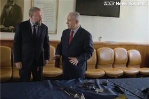 شوآف جدید اسرائیل با نمایش قطعات یک پهباد ساقط شده