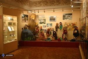 کلاه قرمزی  در نمایشگاه  «عروسک در گذر زمان »