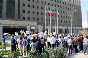 تجمع حق التدریسیها و کارگزاران بیمه کشاورزی در مقابل مجلس