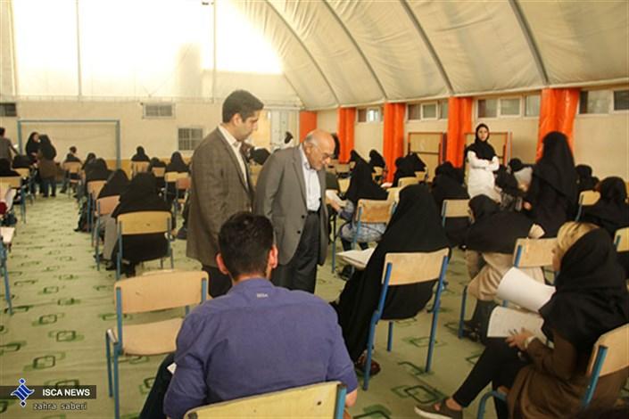 بازدید دکتر ابطحی از امتحانات