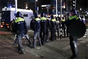 حمله یک ون به دفتر روزنامه هلندی