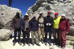 تیم کوهنوری بیمارستان بوعلی بر فراز بام ایران