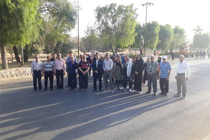 همایش پیاده روی در گرامیداشت روز قلم از سوی هیات ورزشهای همگانی برگزار شد