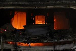 در کردستان 3 روز عزای عمومی اعلام شد/13 کشته در تصادف اتوبوس با تانکر نفت