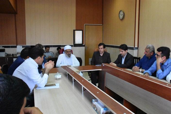امام جمعه شهرستان بوکان  با رئیس  و کارکنان دانشگاه آزاد اسلامی واحد بوکان دیدار کردند.
