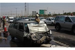 """راننده در اتاقک متلاشی شده  دوو """" سی ال او """"گرفتار شد+عکس"""