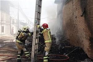 آتش سوزی کارگاه مبلسازی  در مرتضی گرد+عکس