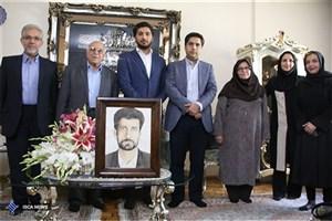 دیدار مسئولین دانشگاه علوم پزشکی آزاد اسلامی تهران با خانواده شهید صارمی